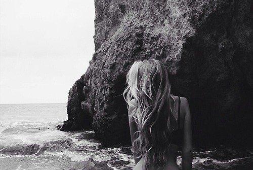 """""""Les femmes sont mieux adaptées que l'homme à la douleur. Elles vivent d'émotions, ne pensent qu'aux émotions."""" - Oscar Wilde"""