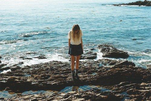 Je me fais des promesses insensées à ton sujet. Mais cette fois j'ai juré, oui j'ai juré que je ne te reverrai jamais.