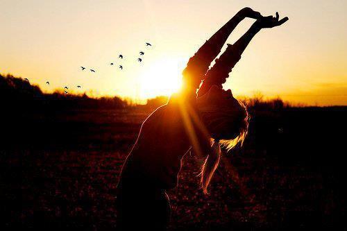 Souriez, même les jours où ça n'est pas aisé. Vous serez envié par ceux qui vous font souffrir, et vous ravirez ceux qui vous font sourire  - Quoteyourlife -