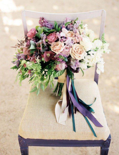« Pour l'amour d'une rose, le jardinier est le serviteur de mille épines. »  - Proverbe turc. -