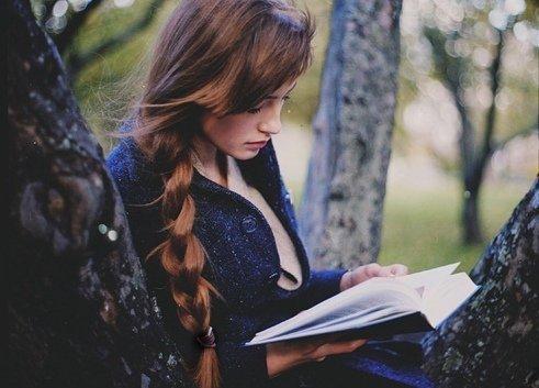 """""""On lit comme on aime, on entre en lecture comme on tombe amoureux : par espérance, par impatience."""" Christian Bobin."""