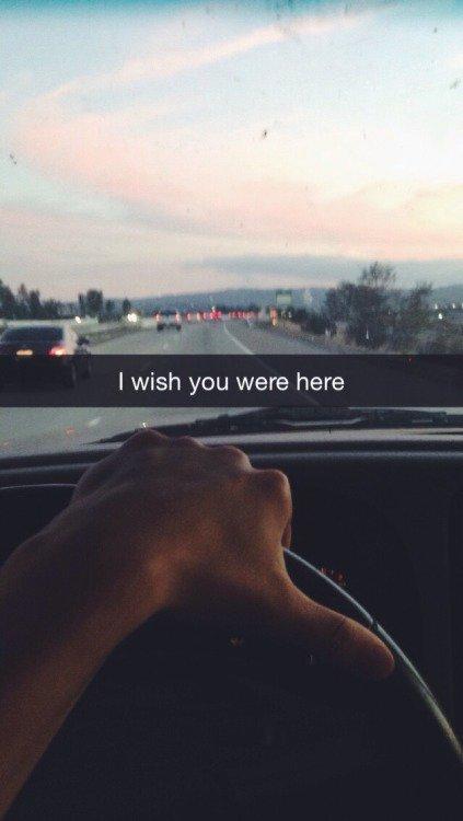 """""""Peut-être qu'on est tous les deux tombés amoureux de l'illusion d'un amour."""" - Ne m'abandonne pas - Tahereh Mafi"""