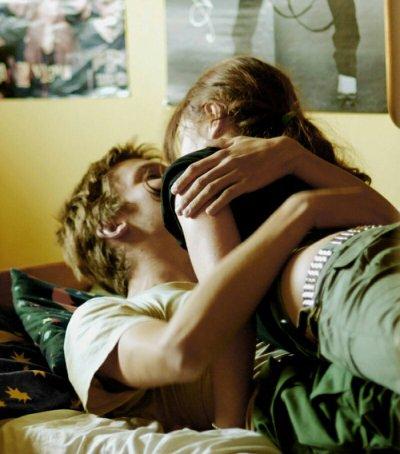 """""""Ce n'est pas parce qu'on est envahi par un sentiment amoureux qu'on est capable d'aimer"""" - Eric-Emmanuel Schmitt"""