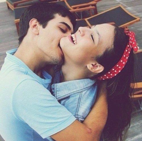 """""""Il n'est pas de bien aussi précieux que le sourire de ceux qu'on aime."""" - Romain Guilleaumes. -"""