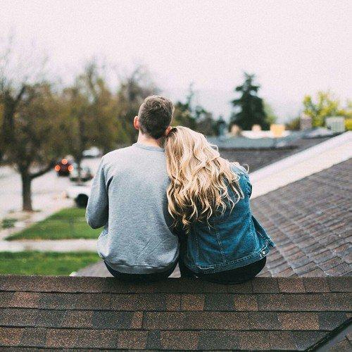 """""""C'est si bon d'être aimé, même si ça ne dure pas. C'est si bon de savoir que notre histoire a existé."""" - E. Lockhart"""