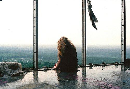 """""""Bien sûr, elle gagne tout du long puisque c'est elle qui aime et lui qui se laisse aimer."""" - Françoise Sagan"""