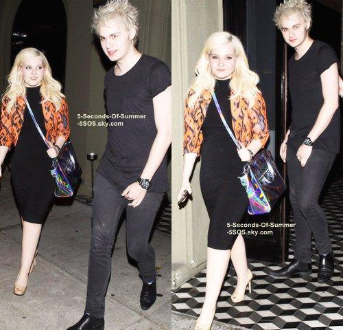 11/08/13: Michael est allé dîné dans West Hollywood avec l'actrice Abigail Breslin, après les TCA's. Alors, Michael, une nouvelle petite-amie...? Affaire à suivre.