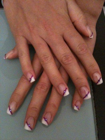 Remplissage french / blanche, liseré violet, strass goutte violet
