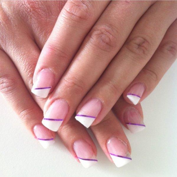 french blanche / liseré violet autocollant