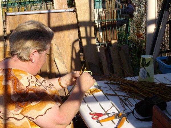 Nouvelle création de l'artiste, Réalisation d' un carré potager en plessis d'osier,  pour contenir la menthe qui serviras a faire le thé