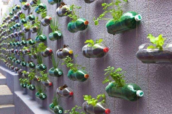 BOUTEILLES EN PLASTIQUE: 10 façons utiles et amusantes pour les recycler