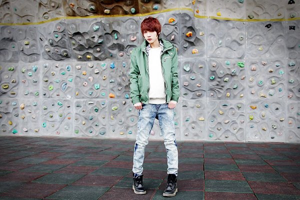 Park Hyeong Seok - Coup de coeur ♥   Catégorie : UHLJJANG. Images n° : 39. .Age : 20 YO. Taille : 172 CM. Poids : ? Plus :  IL A DEUX TATOUAGES.