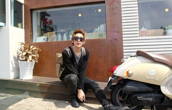 Gwak Min Jun ~   Catégorie : UHLJJANG...... Images n° : 70...... Age : 20 YO. Taille : 178 CM. Poids : 50 KG. Plus :  IL A ÉTÉ A HONG KONG.
