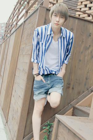Gwak Min Jun ~   Catégorie : UHLJJANG...... Images n° : 85...... Age : 20 YO. Taille : 178 CM. Poids : 50 KG. Plus :  IL A ÉTÉ A HONG KONG.