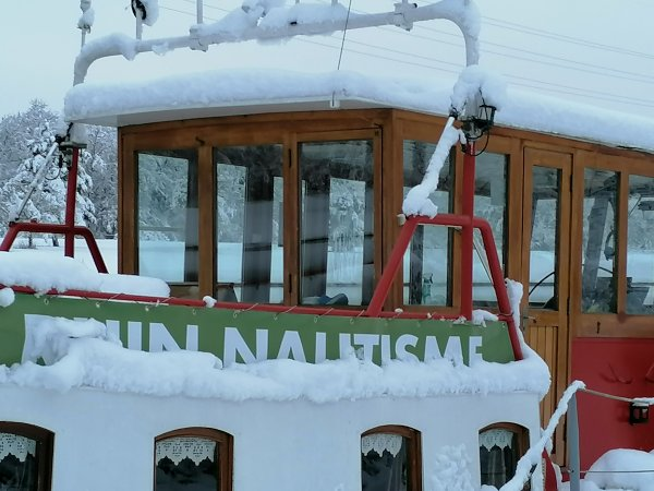 LA PENICHE  SOUS LA NEIGE   16 janvier Canal de Mulhouse