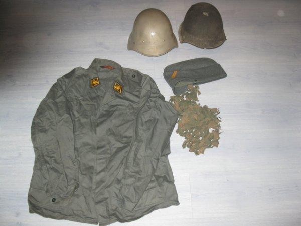 un petit dons reçu , il se compose: d'un mannequin j'ai mis 2/3 trucs dessus mais totalement incoherent  d'une veste militaire suisse du genie un calot suisse deux casque suisse eux aussi, un modèle 1918 et un modèle 1946 pour la dc