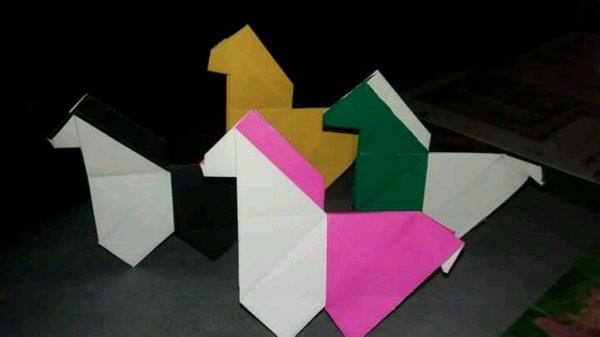 Petits chevaux en origamie