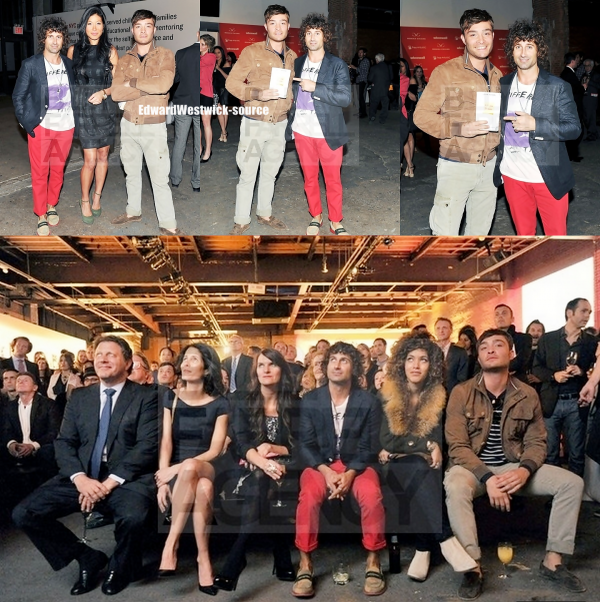 Enfin des nouvelles de notre cher Ed Westwick ! :D Hier après midi celui-ci est arrivé en chine juste après sa co-stars Leigthon Meester , ils seront tous les deux demain à l'ouverture de la  premiere boutique d'Harry Winston en Chine! + Edward au Free Arts NYC 2012 + Stills de l'épisode 2