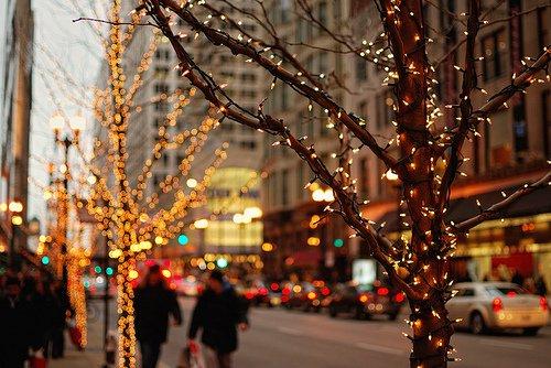 Quand on décore un sapin de Noël, on a toujours l'impression qu'il nous faudrait une guirlande de plus