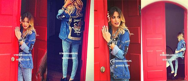 """Découvrez le backstage du nouveau photoshoot de Martina pour le magazine """"La Nacio"""" TOP pour les 2 tenues que je trouve manifique, Martina est de toute beauté comme toujours. La plupart des photos ont été dévoilé par l'actrice elle-même sur Instagaram."""