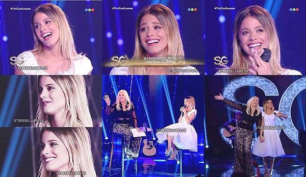 """Le 18 Decembre dernier Martina et d'autres personnes ont été invité à l'émission de Susan Giminez. La belle argentine étévêtue d'une robe blanche lors de l'interview et son solo """"Lo Que Soy"""". Ainsiqu'une combinaison courte à frange lors de sa prestation sur """"End Of Time"""" De Beyoncé. Grop TOP. Une vidéo montrant Tini lors des auditions pour Violetta a été visionné lors du show."""