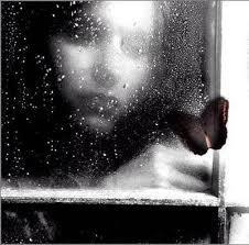 la fille sous la pluie
