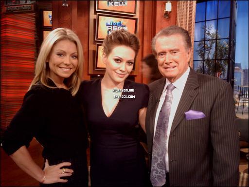 """. 12.10.10 : Miss Duff était sur le plateau de """"Regis And Kelly"""" à N.Y. Il n'y qu'une seule photo de disponible, éspéront qu'il y en ait plus demain. ."""