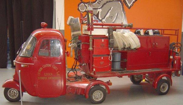 Vespa Ape - véhicule contre les incendies
