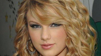 Taylor Swift sans vêtements ? Jamais ! / dinner Garrett / coiffeuse.