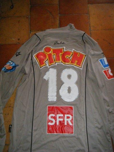 un superbe maillot coupe de France de Bracigliano avec Nancy unique. Actuel gardien de Marseille, ancien joueur de Louhans Cuiseaux et Angers.