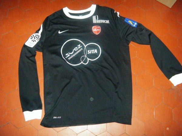 Maillot porté Valenciennes saison 2011 2012 par l'excellent buteur Gregory Poujol (ancien joueur de Nantes et Sedan).