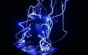 UN DJ POUR VOTRE SOIRÉE