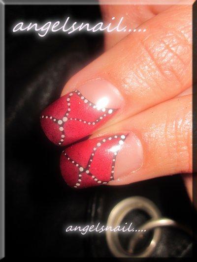 pose gel couleur rouge pailletté et deco acrylique