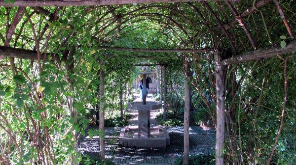 A2004 : Le Lac Majeur (2) : le jardin médiéval de la Rocca Borromeo