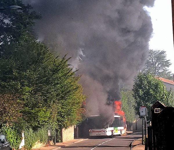 A2066 : Un bus prend feu à côté de chez nous !