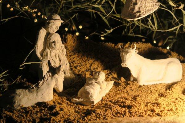 A2086 : Noël à Oingt, des crêches par dizaines !