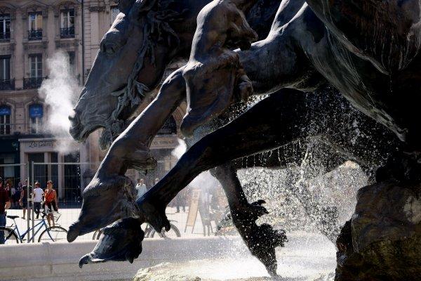 A2129 : La magnifique fontaine Bartholdi à Lyon...