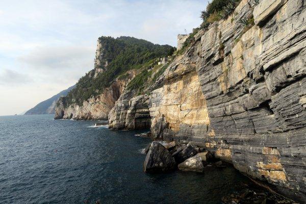 A2135 : Des côtes bien escarpées dans le Golfe des Poètes...