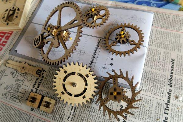 A2265 : La maquette d'une très belle horloge !