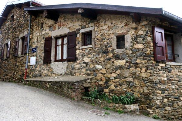 A2271 : Dans les Monts du Lyonnais, à Mornant