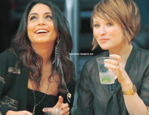 . Vanessa, 14/ 03 : .  Nessa a été vu au match des Lakers en compagnie de son amie Emily Browing (qui est dans Sucker Punch). Nessa est superbe et très souriante, elle s'éclate quoi ..Newsletter  Autres Blogs ♥ . ♥ . ♥ . ♥    Candids