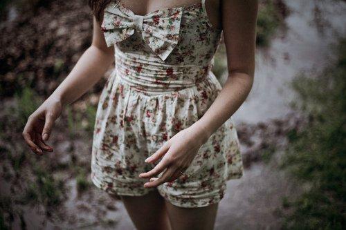 Il y a des chagrins d'amour que le temps n'efface pas et qui laisse aux sourires des cicatrices imparfaites. Marc Lévy