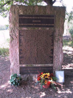 Un monument pour les 70 victimes de Ramstein