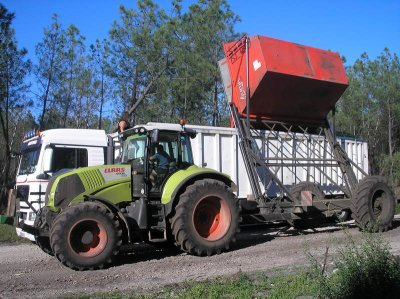 Mais doux : claas 810 axion, JD 6630, NH t7050 et les 2 machines oxbo