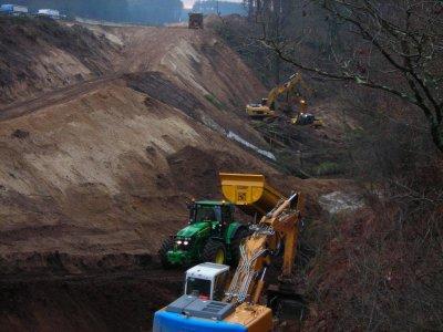Le chantier de l'autoroute A64 avec un john deere 7530 et 7830
