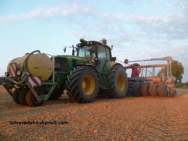 Semis de haricots verts avec John Deere 8245R et John Deere 6930.