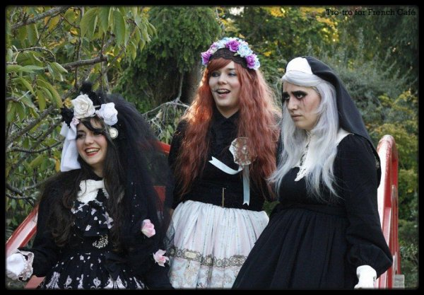 Grimm Grinning ghosts come out to socialize ♫