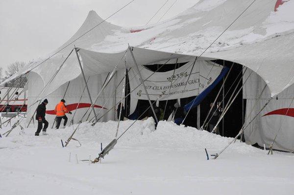 Pour toutt ceux qui sont bloqués sous la neige! Profitez-en pour faire du cirque!