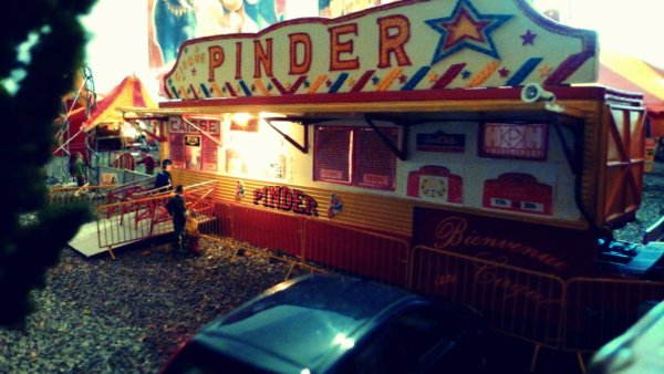 Caisse cirque Pinder