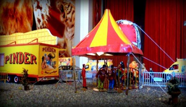 Nouvelle bâche entrée du public cirque Pinder et nouvelle tente entrée